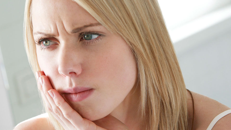How to Handle a Toothache Featured Image - Drake Family Dentistry